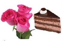 Tre rose di color rosa con un pezzo di torta ben confezionate