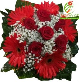bouquet con rose rosse e gerbere rosse