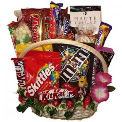 Cesto con dolciumi e cioccolatini