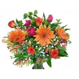 Boqueut con gerbere arancio, rose fucsia e arancio, astromerie