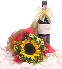Girasole e Bottiglia di Vino
