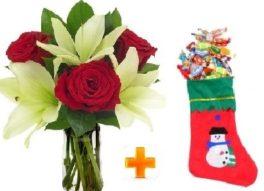 Bouquet con lilium bianchi e rose rosse con calza epifania