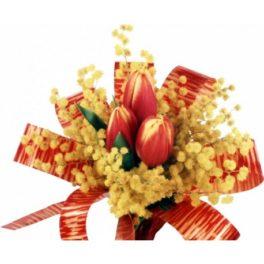 Bouquet con 3 tulipani rossi e mimosa