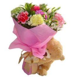 Bouquet fiori misti colorati di stagione e orsacchiotto