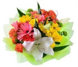 Bouquet con lilium gerbere, margherite