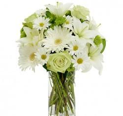 Bouquet con lilium bianchi, rose bianche e gerbere bianche