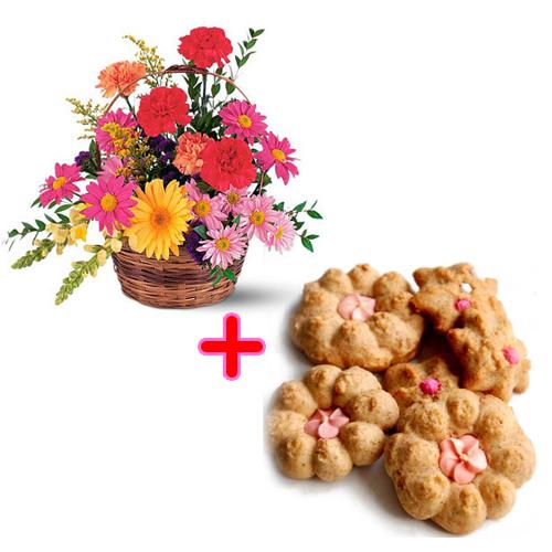 Cesto fiori freschi di stagione misti composizione con biscotti