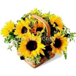 Cesto di fiori bellissimi composizione con Girasoli