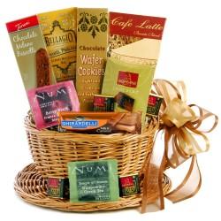 Cestino-scatola regalo con pacchi di thè, biscotti,cioccolatini