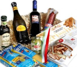 Cesto gastronomico con vino olio d'oliva pasta e Antichi Sapori italiani