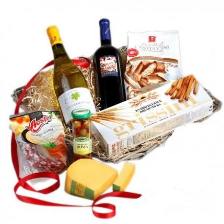 Cesto gastronomico alimentare con vino italiano