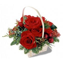 Cesto di fiori freschi per Natale composizione rose rosse