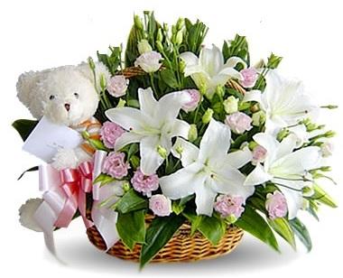 Cestino di Fiori bianchi e rosa bellissima composizione gigli e roselline