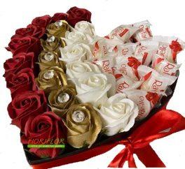 Scatola Regalo con composizione di Rose di Sapone e cioccolatini