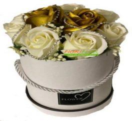 Box regalo con rose di sapone bianche e color oro