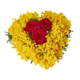 Composizione a forma di Cuore con Mimosa e 3 Rose Rosse