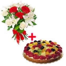 Bouquet con rose rosse, lilium e rose bianchi,e torta alla frutta
