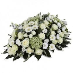 Composizione funebre bianca con gerbere, rose e lisianthus