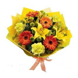 Bouquet con gerbere arancio, lilium giallo, fiori gialli