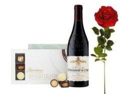 1 rosa rossa, bottiglia di vino e scatola di cioccolatini