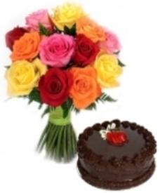 rose bellissime e torta golosa