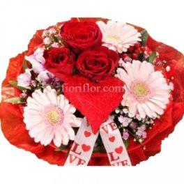 Bouquet con rose rosse, gerbere rosa,