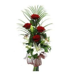 mazzo rose rosse e lilium bianchi