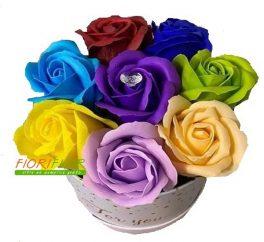 Scatola regalo composizione con 8 rose di sapone multicolore.