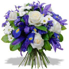 Bouquet iris blu, rose bianche e fiori bianchi di stagione