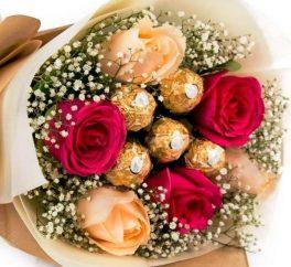 bouquet di rose rosse e rosa con ferrero rocher