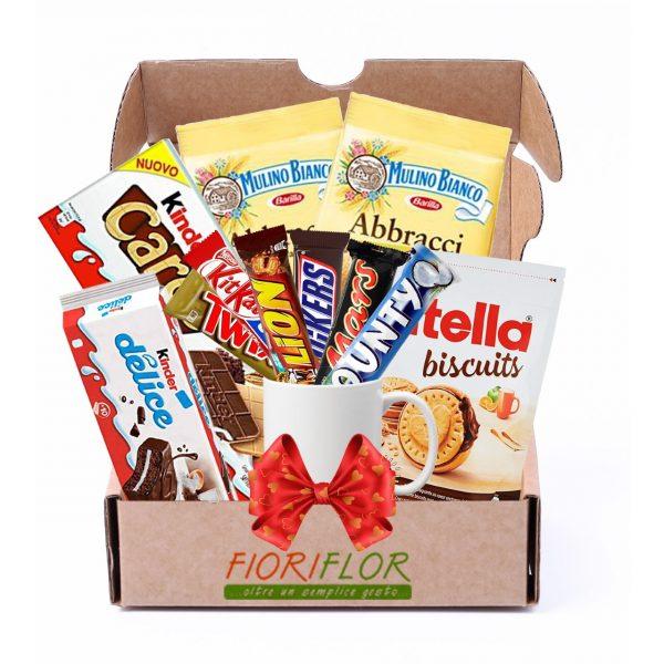 Pacco regalo goloso con biscotti cioccolato e tazza