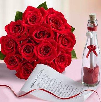 messaggio in bottiglia con pergamena e fiori